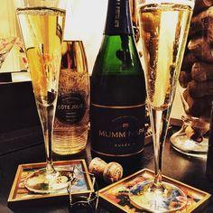 Adding a little fun to my bubbly tonight! Loving #CoteJolie w/ @mummnapa Cuvée #sparklingwine.  #napa #champagnetime