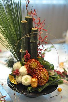Contemporary Flower Arrangements, Tropical Floral Arrangements, Flower Arrangements Simple, Vase Arrangements, Flower Centerpieces, Chinese New Year Flower, Japanese New Year, Ikebana, Deco Floral