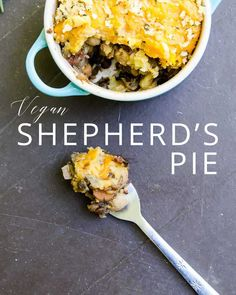 Jamie Oliver's vegan shepherd's pie makes great vegan comfort food or a vegan holiday main dish. Tofu, Whole Food Recipes, Cooking Recipes, Beef Recipes, Chicken Recipes, Dinner Recipes, Seafood Recipes, Vegan Shepherds Pie, Healthy Comfort Food