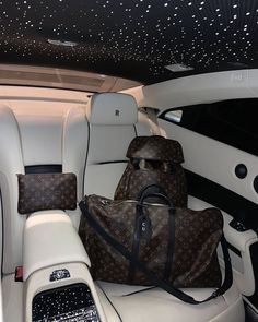 Boujee Lifestyle, Luxury Lifestyle Fashion, Wealthy Lifestyle, Voiture Rolls Royce, Mode Poster, Lux Cars, Billionaire Lifestyle, Luxe Life, Best Luxury Cars