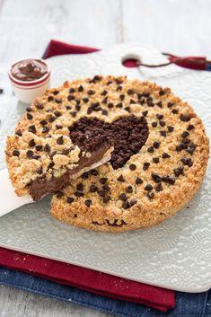 Sbriciolata alla Nutella - Ricetta facile senza burro Torte Nutella, Banana Nutella Crepes, Easy Nutella Brownies, Nutella Cookies, Köstliche Desserts, Delicious Desserts, Dessert Recipes, Soft Chocolate Chip Cookies, Good Food