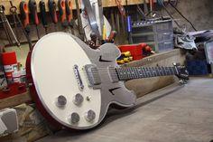 http://www.meloduende.fr/fr/ MeloDuende Guitars - Aluminium Guitars - Handmade in France.