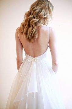 Love the back detailing of this Leanne Marshall bridal gown / @fashionleanne