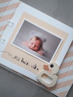 Meidän vauva on kuulkaas jo ihan kohta 4 kuukautta. Tällä viikolla hän oppi kääntymään ja tarttuu myös esineisiin. Taitojen oppim...