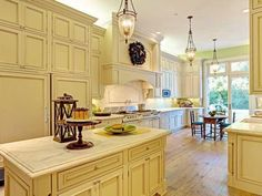San Francisco Traditional Kitchen #DeltaFaucetInspired #Touch2O