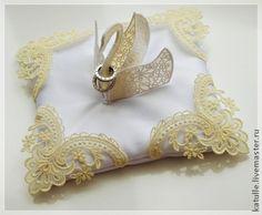 Свадебная подушечка для колец. Лебедь - белый,свадьба,свадебные аксессуары Engagement Ring Platter, Engagement Ring Holders, Ring Bearer Pillows, Ring Pillows, Wedding Crafts, Diy Wedding, Wedding Rings, Ring Pillow Wedding, Wedding Pillows