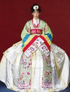Fashion ideas on korean fashion ideas 591 Korean Traditional Dress, Traditional Fashion, Traditional Dresses, Asian Cute, Cute Korean, Korean Style, Korean Dress, Korean Outfits, Modern Hanbok