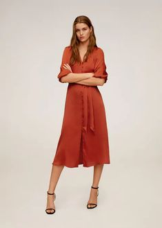 Discover the sales for women at MANGO and shop the latest trends in coats, trousers, sweaters, shoes and accessories. Midi Length Skirts, Midi Skirt, Midi Dresses, Fabulous Dresses, Dresses For Work, Mango France, Robes Midi, Mango Fashion, Shirt Style