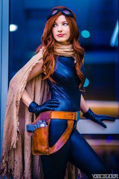 Marvel Comics, X-Men. Star Wars. Character: Mara Jade.   Cosplayer: Amanda Lynne Schafer. Event: Phoenix Comic Con 2015. Photo: York In A Box.