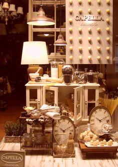 Escaparate CAPELLA Decoración, Otoño año 2009, www.capelladecoracion.com