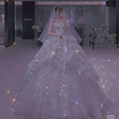 Dream Wedding Dresses, Bridal Dresses, Wedding Gowns, Stunning Dresses, Pretty Dresses, Ball Dresses, Prom Dresses, Flipagram Instagram, Princess Ball Gowns