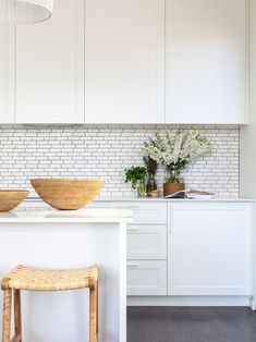 Kitchen Remodel & Decor - Money-Saving Kitchen Renovation Tips - Ribbons & Stars Beautiful Kitchen Designs, Beautiful Kitchens, Diy Kitchen, Kitchen Decor, Kitchen Ideas, Kitchen Inspiration, Interior Inspiration, Kitchen Renovation Cost, Kitchen Renovations