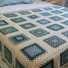 Crochet blanket patterns free 429249408236775991 - giant granny square free crochet pattern Source by kristinbjerkes Crochet Bedspread Pattern, Granny Square Crochet Pattern, Crochet Quilt, Crochet Blocks, Afghan Crochet Patterns, Crochet Squares, Crochet Home, Baby Blanket Crochet, Crochet Crafts