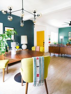 30 Comfortable And Modern Mid Century Living Room Design Ideas Mid Century Modern Living Room Century Comfortable Design ideas Living Mid Modern Room Colourful Living Room, Eclectic Living Room, Living Room Designs, Colorful Dining Rooms, Blue And Yellow Living Room, Colourful Lounge, Bold Living Room, Yellow Dining Room, Colorful Apartment