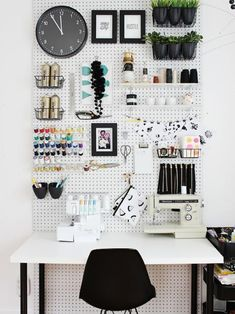 """Check out this round-up of some of our favorite home office design hacks to help you take your space from """"meh"""" to """"wow!"""""""