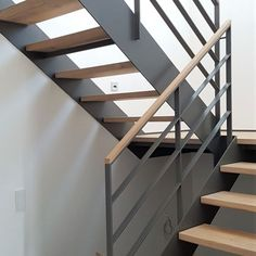 Modular Staircase, Cantilever Stairs, Floating Staircase, Modern Staircase, Staircase Design, Stairway Railing Ideas, Wood Railing, Glass Stairs, Concrete Stairs