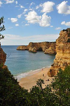 Praia da Marinha [Marinha Beach] with the sea and rock outcroppings in Caramujeira, Lagoa, Algarve, Portugal; by Klugschnacker Algarve, Best Beaches In Europe, Beaches In The World, Faro Portugal, Spain And Portugal, Eyewitness Travel Guides, Most Beautiful Beaches, Island Beach, Amazing Destinations