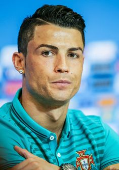 Cristiano ronaldo hairstyle collection the xerxes Cristiano Ronaldo 7, Cristiano Ronaldo Haircut, Neymar Jr, Cr7 Portugal, Soccer Players, Hair Cuts, Haircut 2017, Ronaldo Football, Toddler Girls
