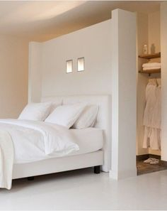 Schlafzimmer walk-in-closet-behind-bed Taking Care Your House Plants During Winter Many people d Closet Bedroom, Master Bedroom, Bedroom Decor, Bedroom Small, Bedroom Bed, Light Bedroom, White Bedrooms, Bedroom Ideas, Closet Space