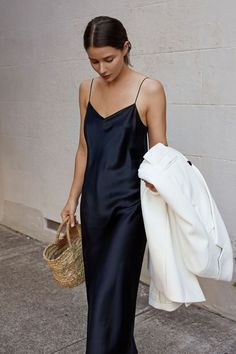 Autumn outfit idea with white coat and navy silk slip dress Kleider Iconic Summer Fashion Slip Dress Outfit, Black Slip Dress, Dress Outfits, Dress Ootd, Dress Clothes, Look Fashion, Girl Fashion, Fashion Outfits, Womens Fashion