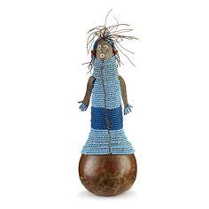 Figure de fécondité dont le corps en calebasse est recouvert de perles bleues  Lesotho ou Afrique du Sud  Sotho du Sud. Seconde partie du 19e siècle  Calebasse, terre cuite, perle de verre, cuir, coton. H 28 cm