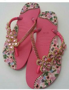 Bling Wedding, Wedding Shoes, Flat Prom Shoes, Flip Flop Craft, Crochet Flip Flops, Decorating Flip Flops, Sparkly Sandals, Gorgeous Feet, Flip Flop Sandals