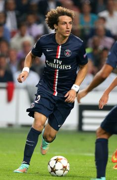 David luiz is one of my favorite soccer players because he is very good at defending.