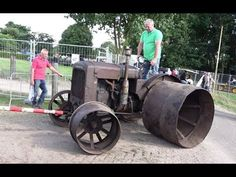 Modified Garden Tractors Pulling at St-Damase Québec 2016 Vintage Tractors, Old Tractors, Garden Tractor Pulling, Steel Wheels, Old Farm, Farmer, Trucks, Antique, Projects