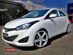 Foto: Novo Hyundai HB20 branco rebaixado no aro 18 polegadas