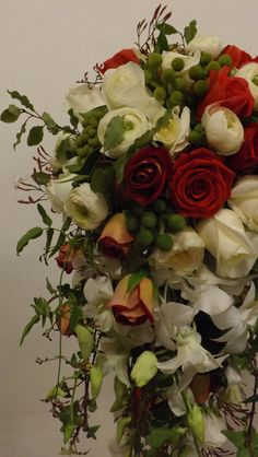 Flowing trail bouquet in traditonal reds/creams/whites.