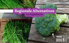 Regionale und heimische Alternativen zu teuren Superfoods: Leinsamen statt Chia-Samen, Johannisbeere statt Goji-Beeren und Grüntee statt Matcha.