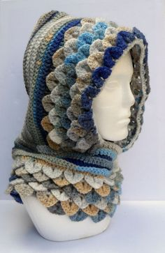 Crochet Hoods Hooded crochet cowl with Crocodile /dragon scale stitch. - The Supermums Craft Fair Crochet Hooded Scarf, Crochet Beanie, Crochet Shawl, Crochet Crafts, Crochet Yarn, Crochet Projects, Crochet Winter Hats, Crochet Mittens, Crochet Scarves