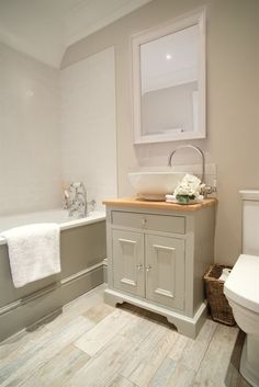 BATHROOM: I like the colour scheme + elements