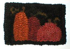 PrimiTive Folkart 3 Mini Hooked Rug Pumpkins par BeaconHillCollect