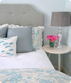 Classy Turquoise Bedroom, love the combo of colors...but vase great for living room