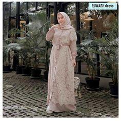 Harga Bahan: moscrepe mix brukat Ukuran : All Size =================. by Baju Murmer Kebaya Hijab, Kebaya Dress, Muslimah Wedding Dress, Hijab Wedding Dresses, Muslim Fashion, Hijab Fashion, Fashion Dresses, Casual Hijab Outfit, Hijab Chic