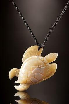 Schildkröten Symbol Schmuck aus Trochus Perlmutt aus Samoa