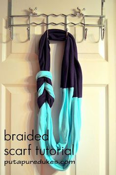 Adorable braided scarf tutorial that uses fabric from old t-shirts! I want to make one in gray and yellow like the one she designed the tutorial Braided T Shirts, Braided Scarf, Loop Scarf, Knotted Headband, Tube Scarf, Circle Scarf, Look Fashion, Diy Fashion, Fashion Jewelry