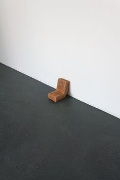 Javier M. Rodríguez, Becoming a Stranger, 2013, Clay, 21 x 14 x 20 cm