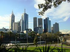 Budget Friendly Things To Do In Melbourne : Free Things To Do, Local Recommendations, Sightseeing, Things To Do, Travel Tips Melbourne Skyline, Places In Melbourne, Melbourne Travel, Melbourne Attractions, Australia Capital, Melbourne Australia, Australia Honeymoon, Australia Travel, Travel Oz