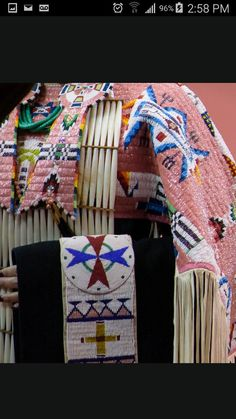📌 We think you might like these Pins - Inbox - Yahoo Mail Native American Pictures, Native American Women, Native American Indians, Native Beadwork, Native American Beadwork, Powwow Regalia, Bead Sewing, Native Design, Native Style