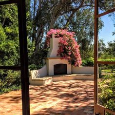Newest Screen Outdoor Fireplace spanish Strategies Regardless how significantly you design the home with this report; it is a personal exterior layout in which s. Outdoor Lounge, Outdoor Areas, Outdoor Rooms, Outdoor Living, Outdoor Decor, Outdoor Fireplace Designs, Backyard Fireplace, Spanish House, Spanish Style