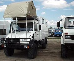 Never saw this mounted on the roof like this on a Unimog. Saw them on Rover's & Land Cruisers. noteworthy.