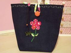 Lunch bag para transporte de frutas, sucos, etc. Tecido 100% algodão. Não é térmica, serve apenas para transporte. Cores e acessórios serão combinados no momento da encomenda.