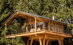 """Treehouses & tree houses to rent: Natural tree house village """"San Luis"""" in South Tyrol – Awesome Vacations - Summer Vacation Woodland House, Forest House, Cabin Homes, Log Homes, Cool Tree Houses, Tree House Designs, South Tyrol, Wallpaper Magazine, Cabins And Cottages"""