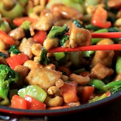 Asian Skillet Stir Fry by Noshing With The Nolands is brimming with delicious veggies prepared in a remarkable non-stick Circulon pan. We also have a giveaway for two of these gorgeous pans!