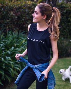 My favorite T-shirt with Friends print, black jeans and a denim jacket, a chill, casual and chic outfit / Mi playera / t-shirt favorita con el estampado de friends, jeans negros y una chamarra de mezclilla, un outfit casual