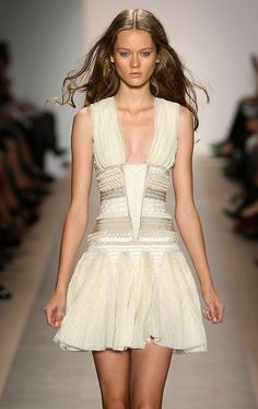 This dress is amazing on so many levels and I want it in a bad way. <3