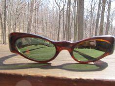 Hey, ho trovato questa fantastica inserzione di Etsy su https://www.etsy.com/it/listing/227111144/vintage-tortoise-1940s-1950s-sunglasses