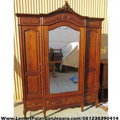 Jual Lemari Pakaian Jati Pintu 3 Cermin merupakan furniture Untuk tempat Pakaian anda dengan tampilan pintu 3 terdapat cemin model lain Lemari Pakaian Jati
